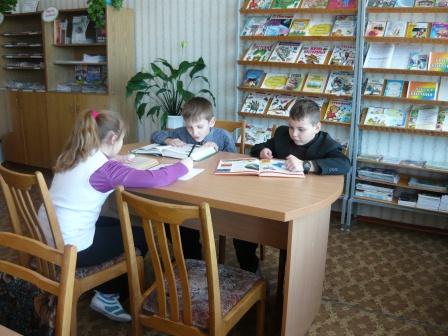 Читальный зал - можно поработать с энциклопедиями, словарями, справочниками, газетами и журналами